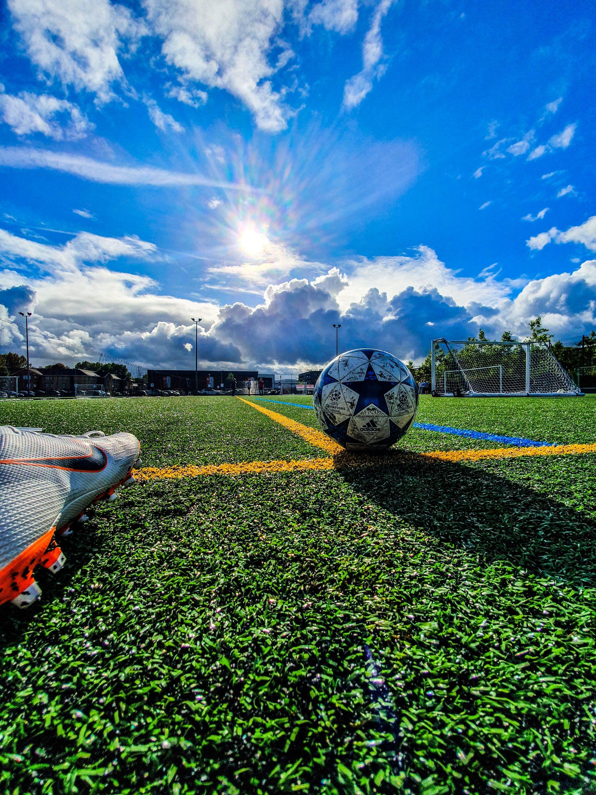 天然芝や汚れにも対応!おすすめの人工芝用サッカースパイク紹介