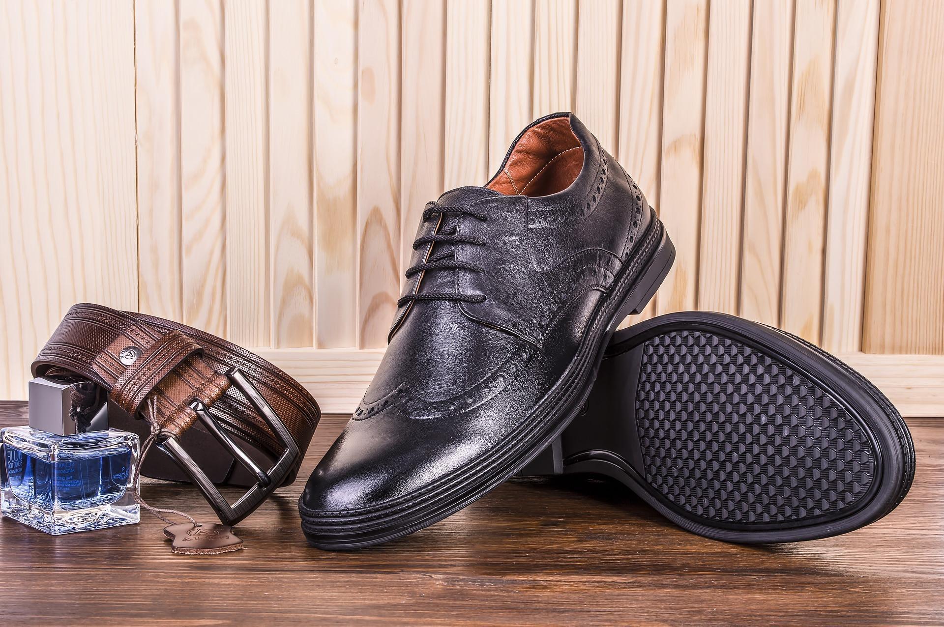 革靴が蒸れるのは仕方ない?蒸れて臭う原因と防止方法について