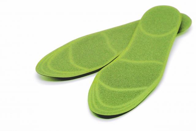 プチプラでO脚対策!美脚の助っ人になる100均インソールを紹介