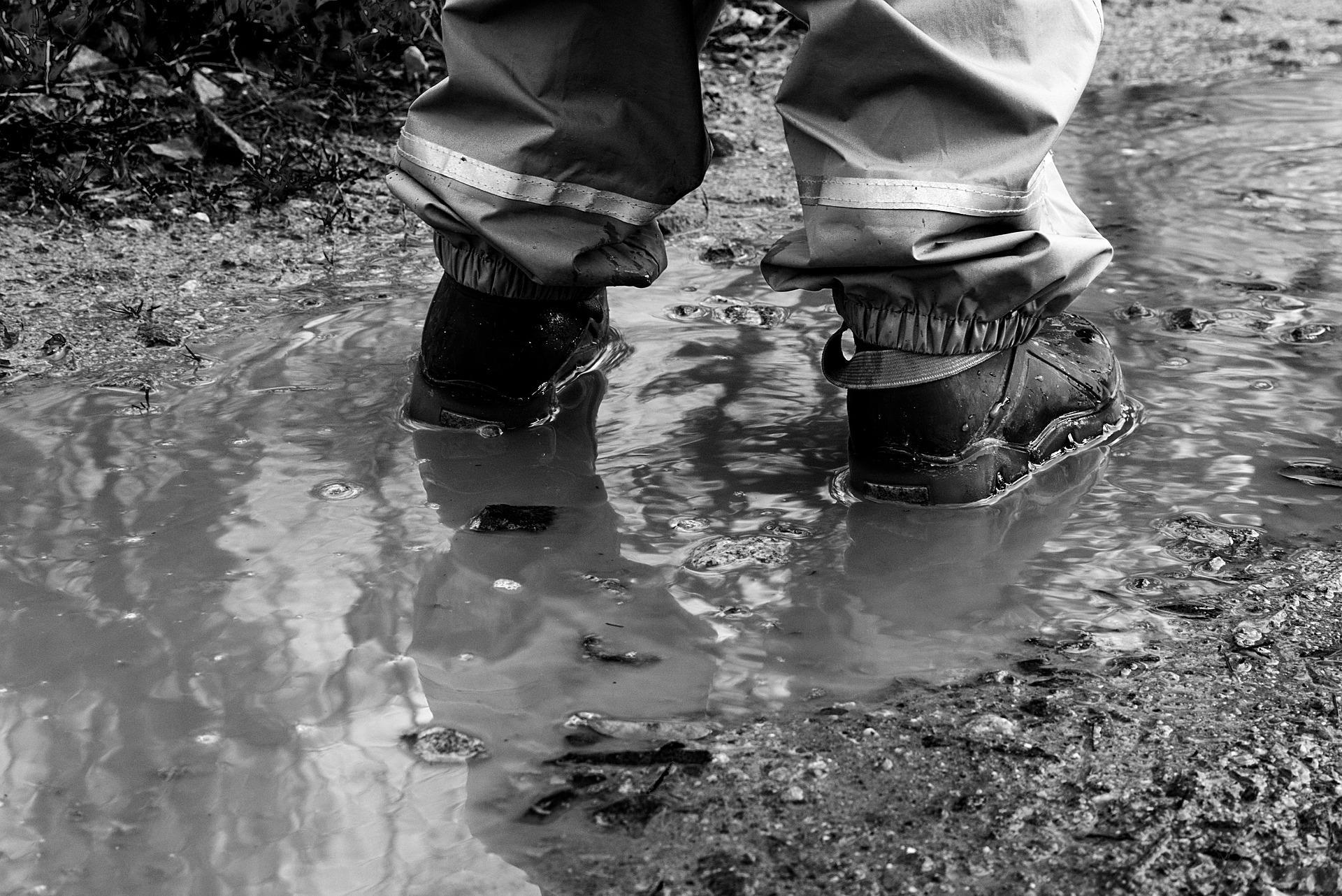 防水機能付きのアシックスの安全靴は口コミで最高の作業靴と評判!