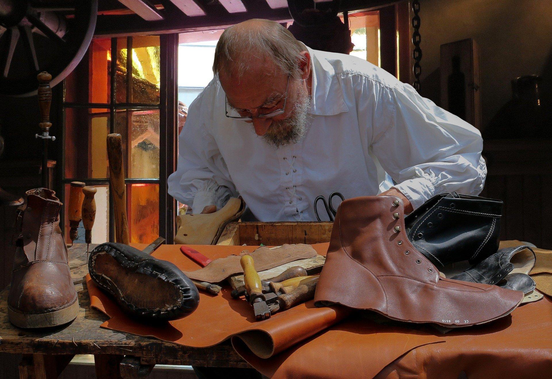 革靴のつま先を修理したい時は自分でしても大丈夫なの?
