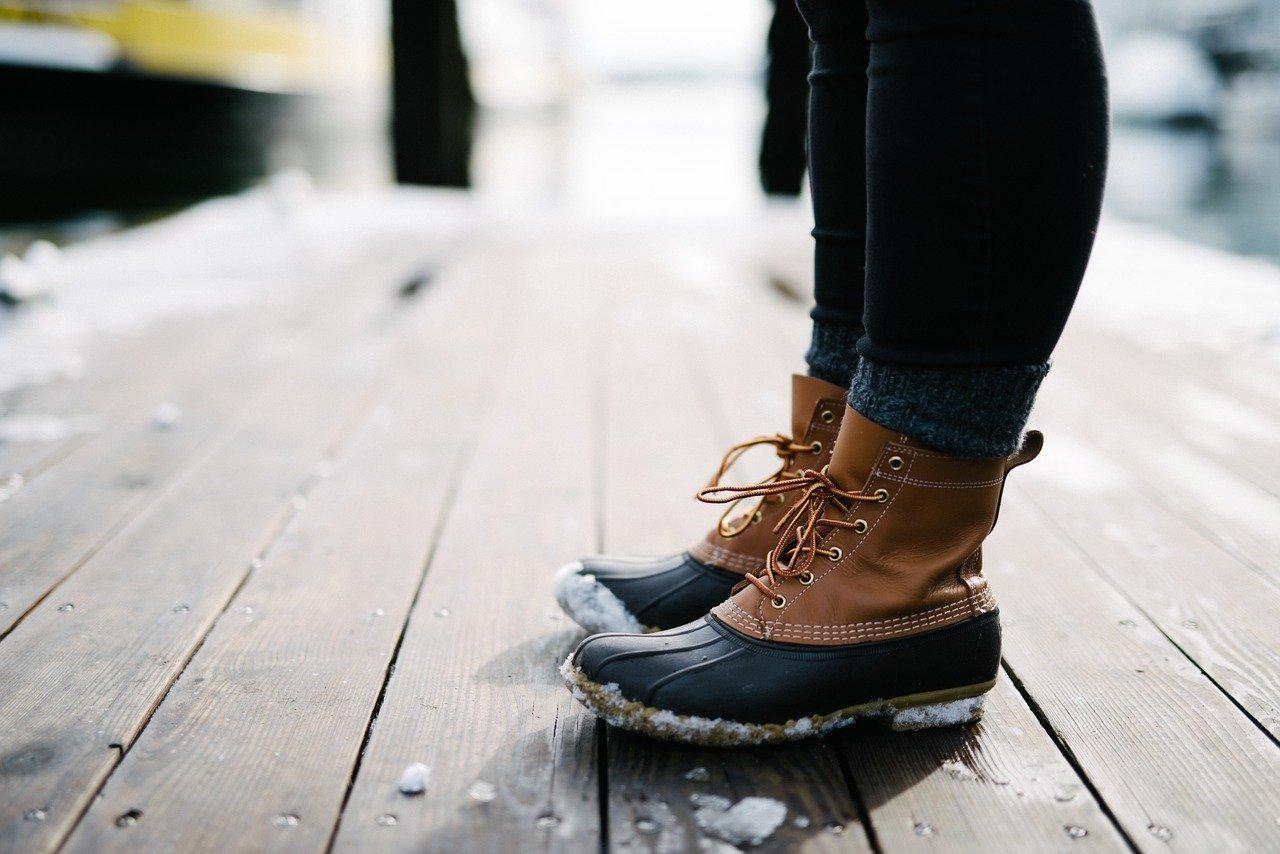 防水スプレーを使えば雨の日もブーツが履ける!気になるケアについて