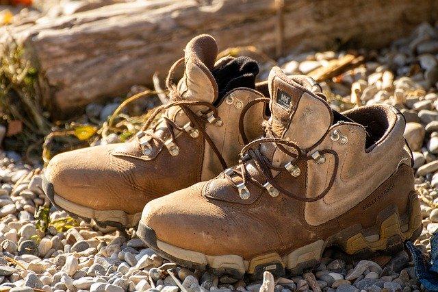 登山靴の寿命はどのくらい?長く使うためのお手入れ方法を教えます
