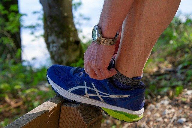 スポーツをしても足が疲れない!正しい靴の選び方と着圧ソックスについて